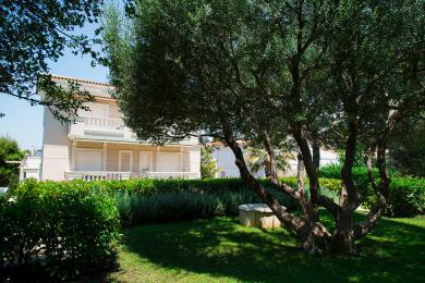 VILLA FOR SALE IN VOULIAGMENI